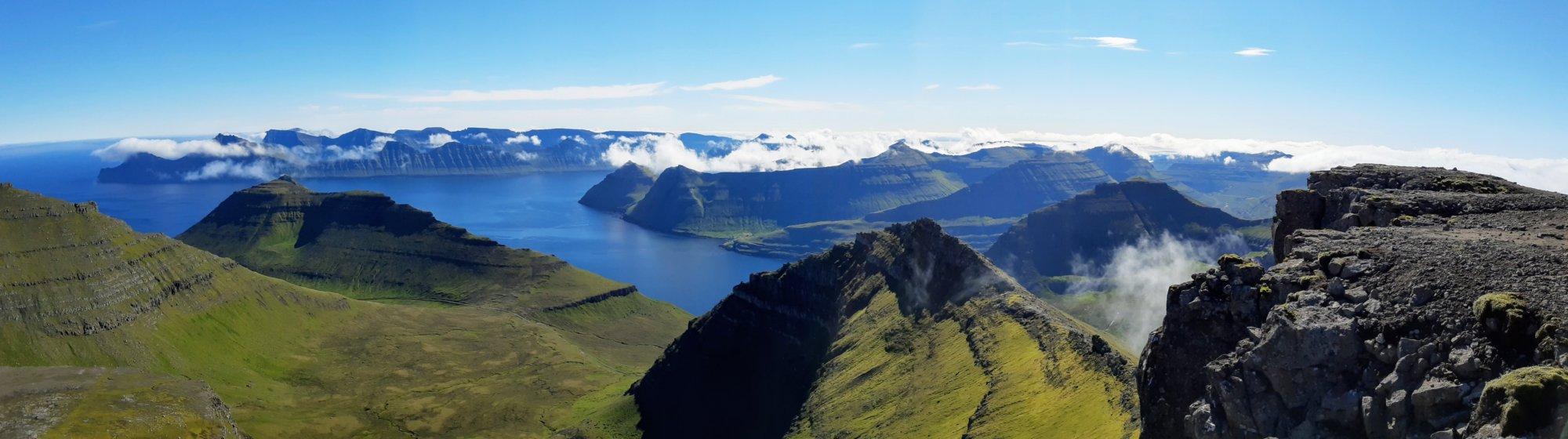 Widok na północ z najwyższego szczytu Wysp Owczych
