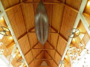 Łódź ze Skarð znajdująca się w kościele w Klaksvik