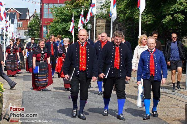 Rząd Wysp Owczych w stroajach ludowych