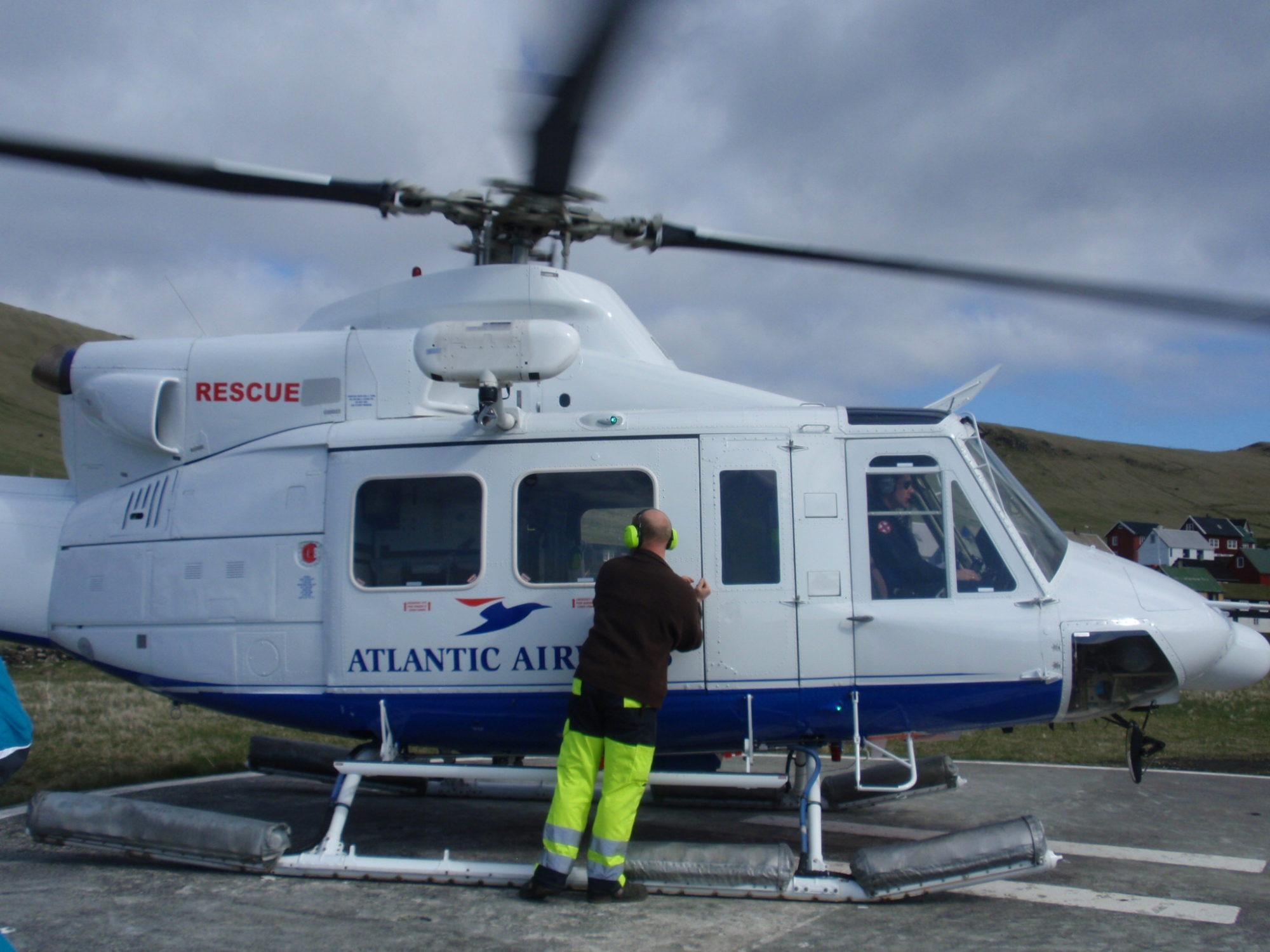 Helikopter Atlantic Airways na Mykines