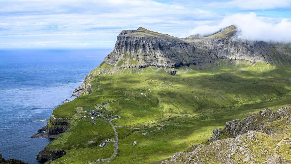 Gásadalur widziane ze szlaku do Bour na Wyspach Owczych