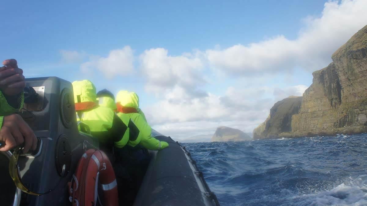 Szybki ponton RIB na Wyspach Owczych