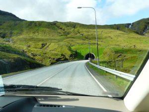 Wjazd do tunelu na Wyspach Owczych
