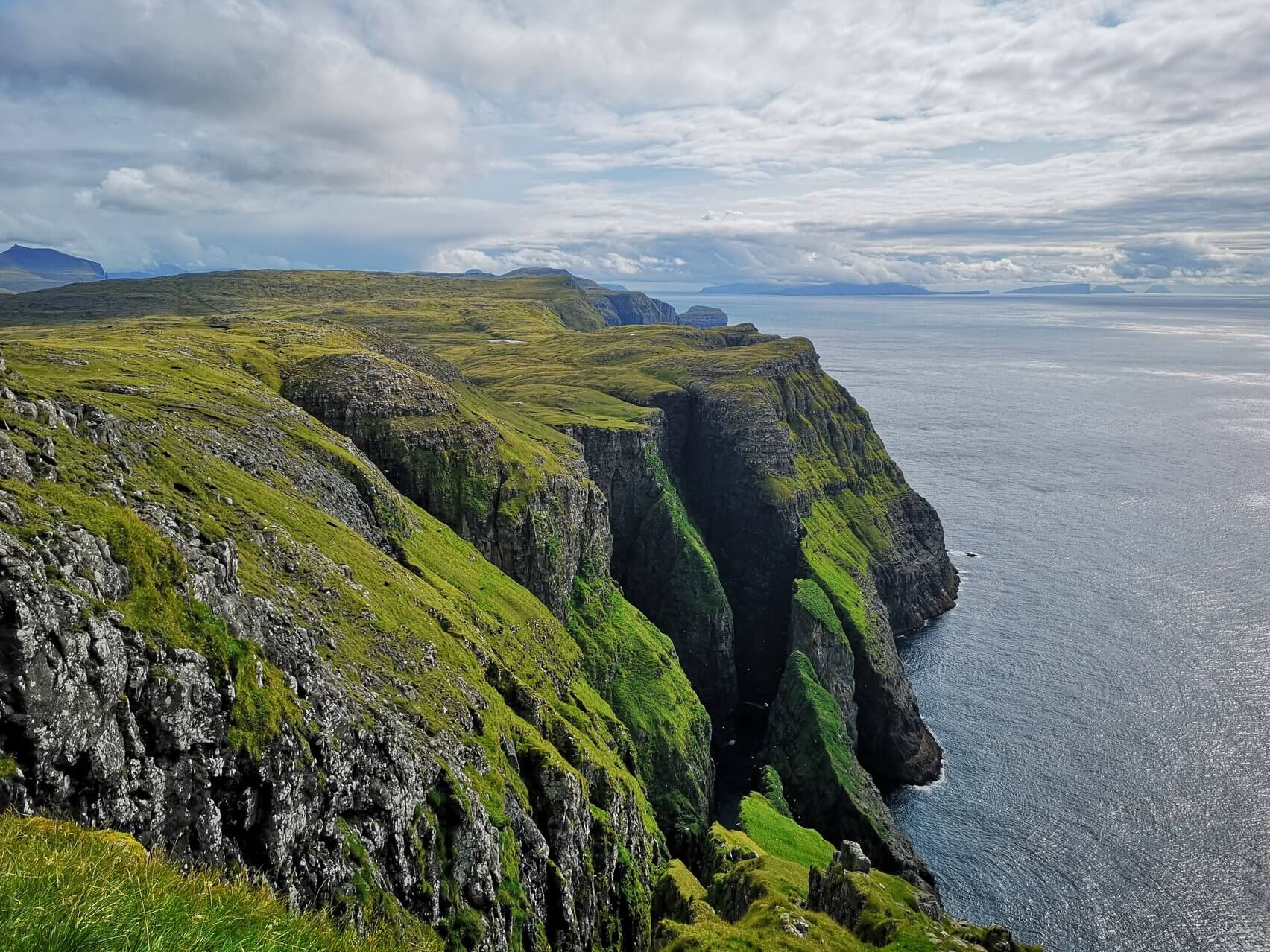 Widok na południowe wybrzeże Vagar, Fot Pól Sundskarð