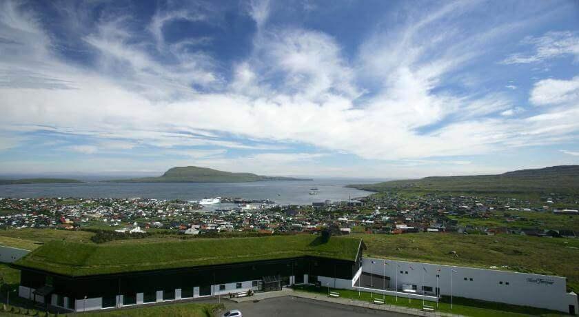 Widok na Thorshavn z hotelu Foroyar