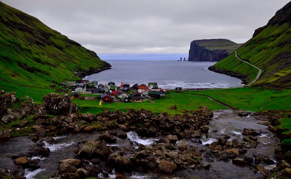 Widok na panoramę Tjørnuvík na Wyspach Owczych