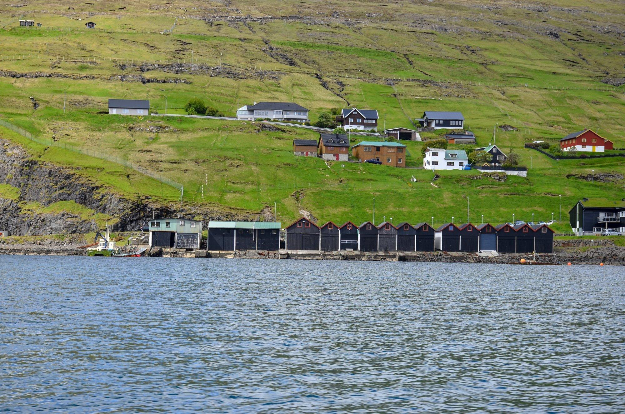 Garaże na łodzie w Vestmanna na Wyspach Owczych