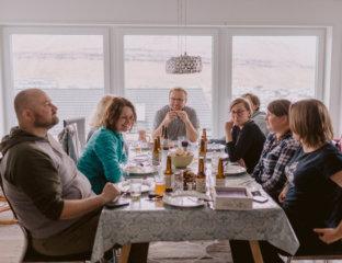 Kolacja farerska w trakcie Wycieczki na Wyspy Owcze z Faroe.pl